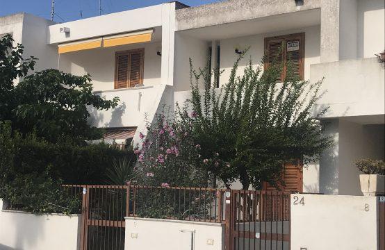 Bilocale con balcone in vendita a Torre Saracena