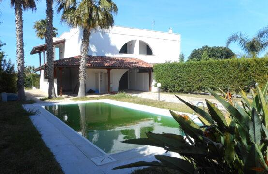 Elegante villa con piscina in vendita a Torre dell'Orso