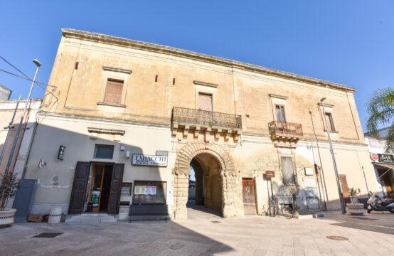 Palazzo storico in vendita a Castrì di Lecce