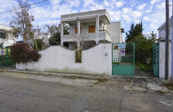 Villa con giardino su due livelli in vendita a torre dell'orso