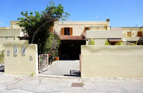 Villa indipendente su due livelli in vendita a Torre dell'Orso
