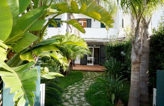 Villa con giardino in vendita a Torre dell'Orso