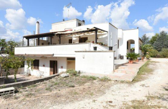 Villa immersa nel verde in vendita a Maglie
