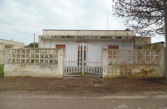 Villa indipendente con giardino in vendita a San Foca