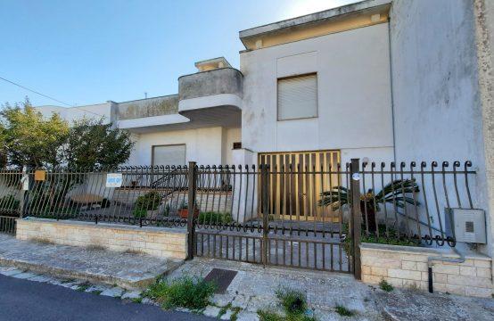 Villa indipendente con ampio giardino in vendita a Calimera