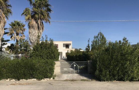 Villa al piano terra con giardino in vendita a Torre dell'Orso
