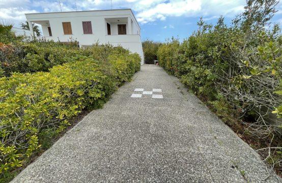 Appartamento piano primo con giardino in vendita a Torre dell'Orso
