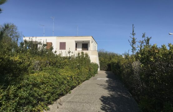 Appartamento P.1° con ampio giardino in vendita a Torre dell'Orso