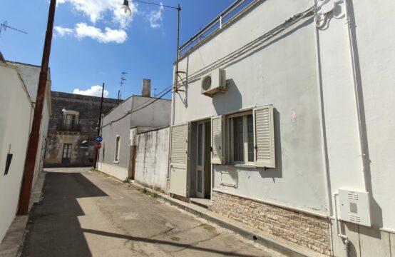 Casa indipendente con terrazzo in vendita a Calimera