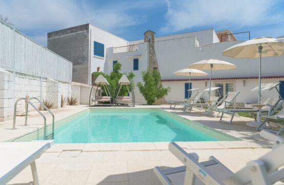 Lussuosa villa con piscina in vendita a Galatina