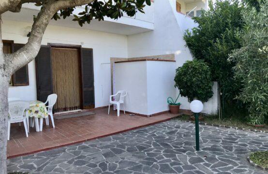 Villa su due livelli in vendita a Torre Saracena