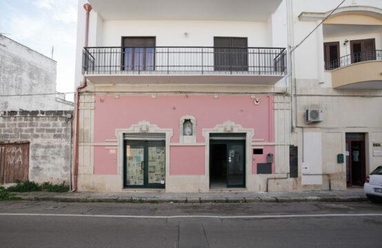 Locale commerciale in vendita a Soleto