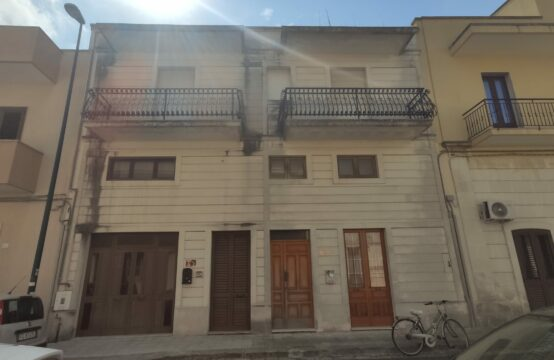 Abitazione composta da due appartamenti indipendenti in vendita a Martano