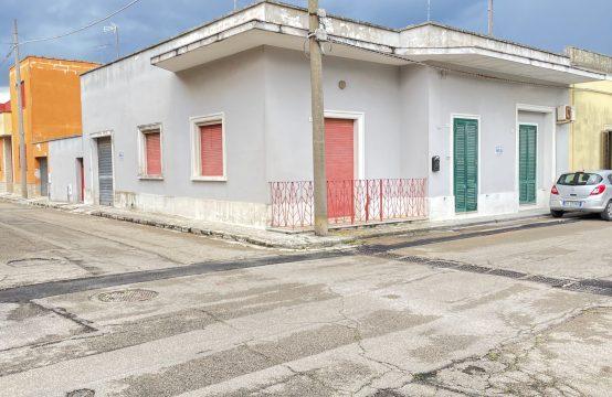 Casa indipendente con giardino in vendita a Calimera