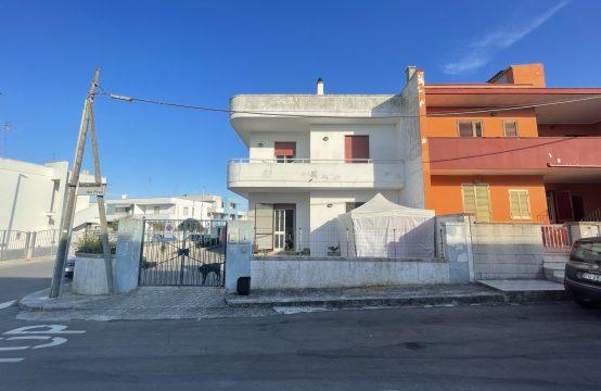 Appartamento al piano terra in vendita a San Foca