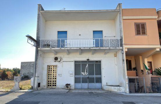 Abitazione con deposito in vendita a Martano